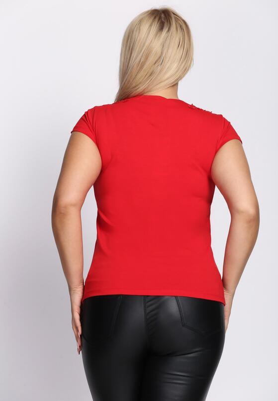 Czerwony T-shirt Comes Tumbling