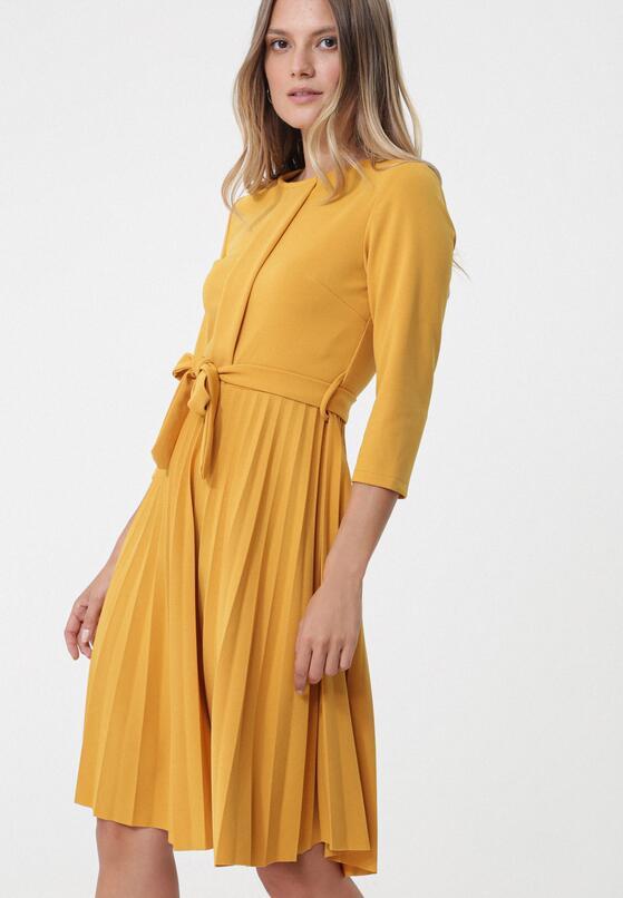 Camelowa Sukienka Pleated Belted