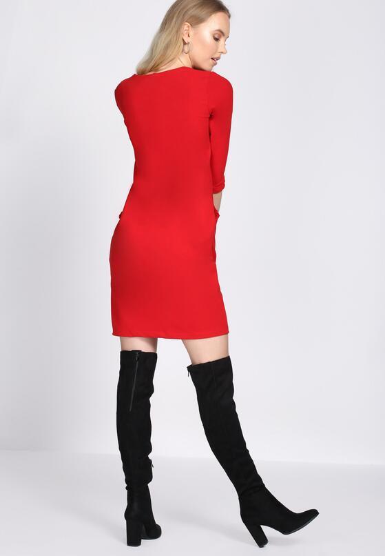 Czerwona Sukienka In The Present