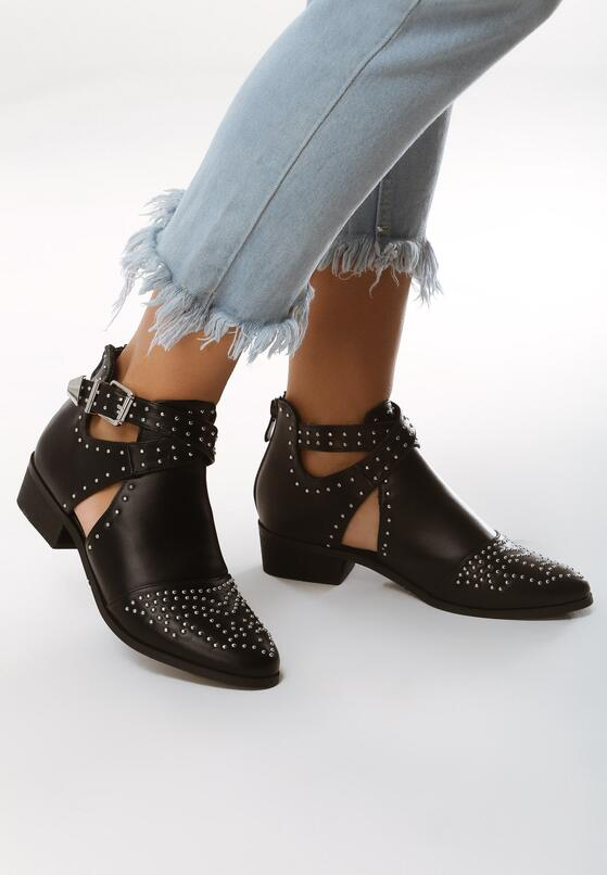 Czarne Botki These