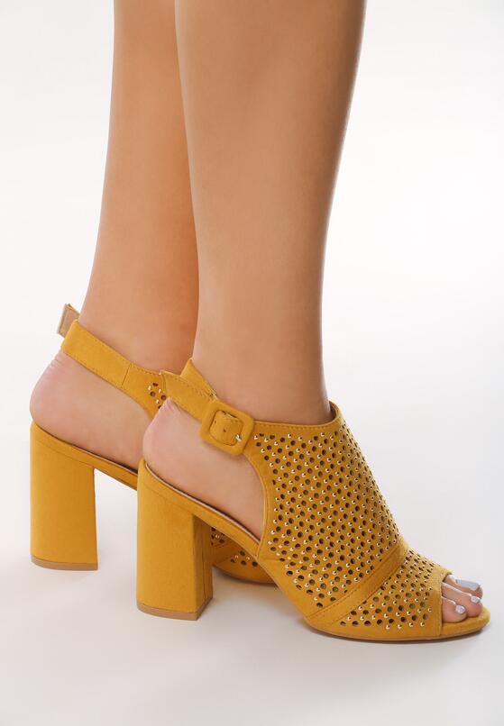 Żółte Sandały Illogicalness