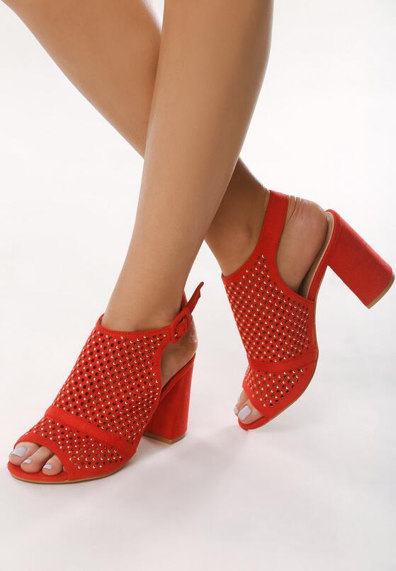 Czerwone Sandały Illogicalness