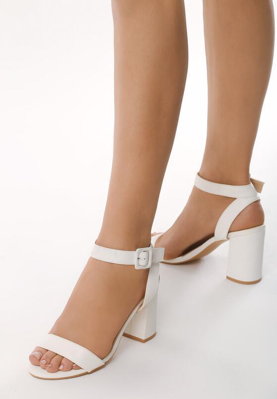 Białe Sandały Illogicality
