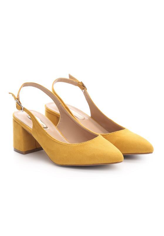 Żółte Czółenka Becomes