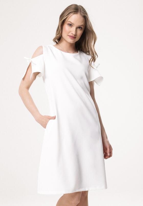 Biała Sukienka Disturbances