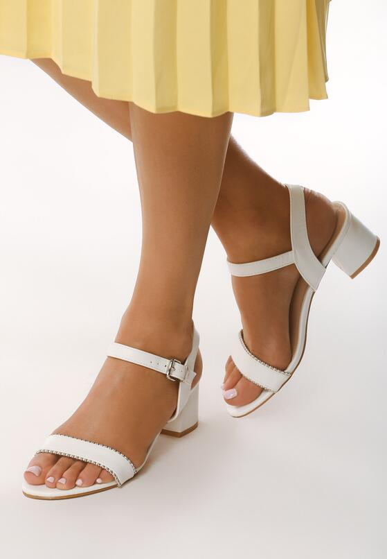 Białe Sandały Astringent