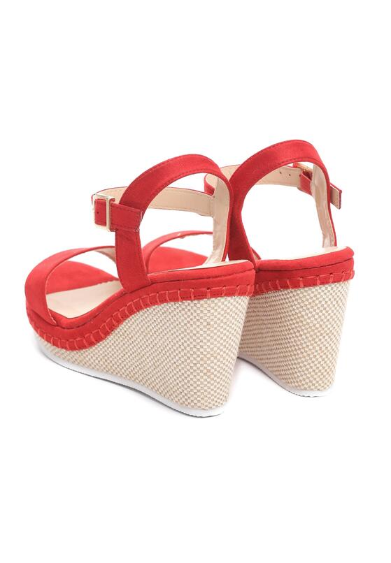 Czerwone Sandały Disingenuous