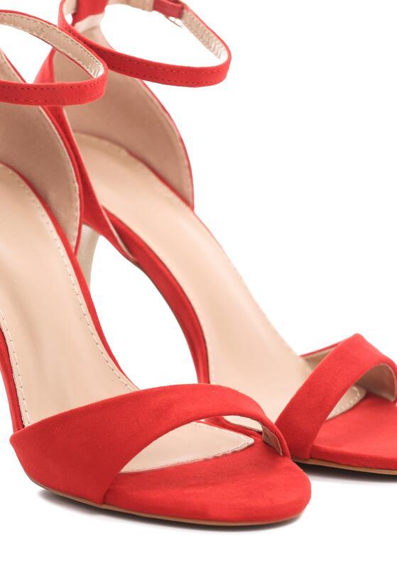 Czerwone Sandały Policy