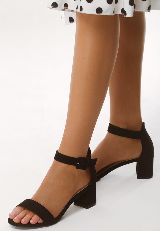 Czarne Sandały Ware