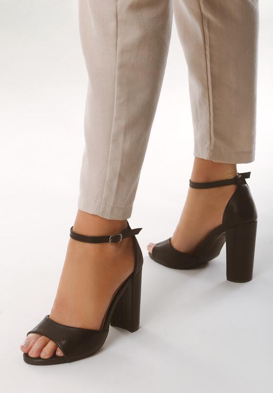 Czarne Sandały Frevo