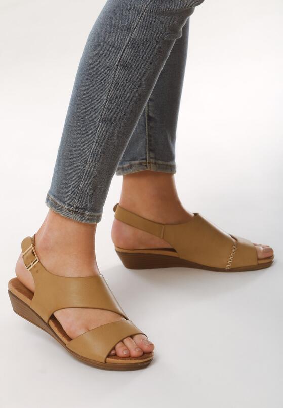 Beżowe Sandały Dobosh