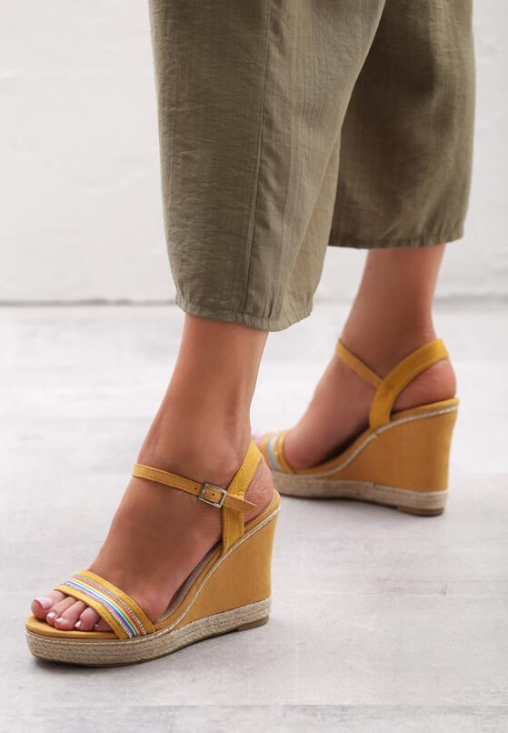 Żółte Sandały Capitulating