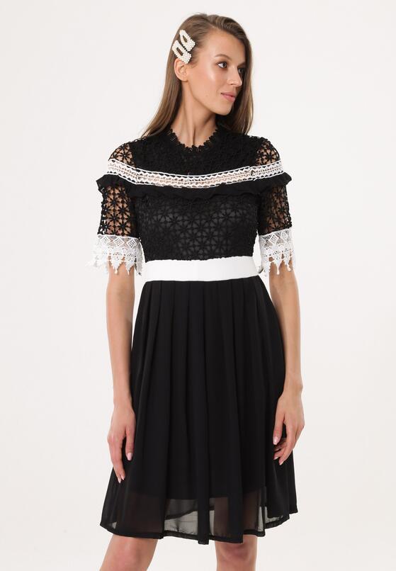 Czarna Sukienka Overcompensate