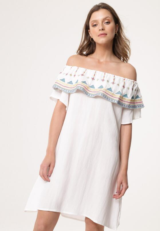 Biała Sukienka Undermines