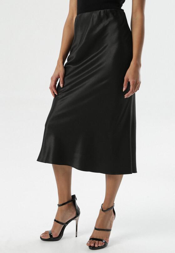 Czarna Spódnica Decisively
