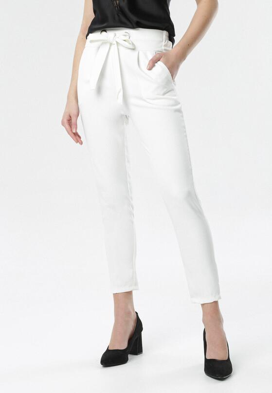 Białe Spodnie Avaviane