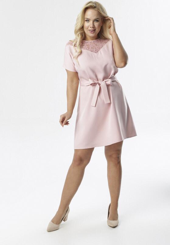 Jasnoróżowa Sukienka Charonei