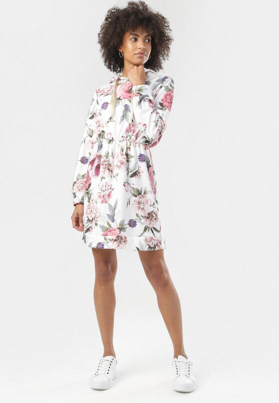 Biało-Różowa Sukienka Carilvyn