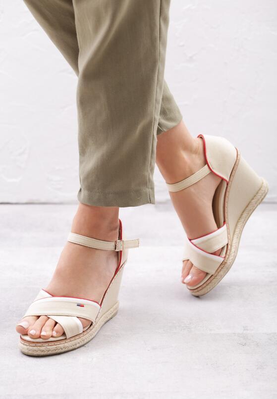 Beżowe Sandały Enough Rests