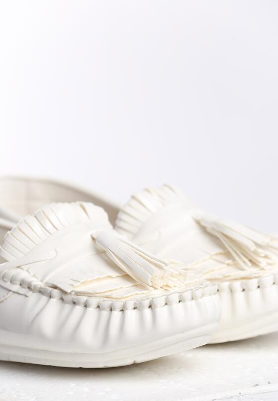 Białe Mokasyny Carnation