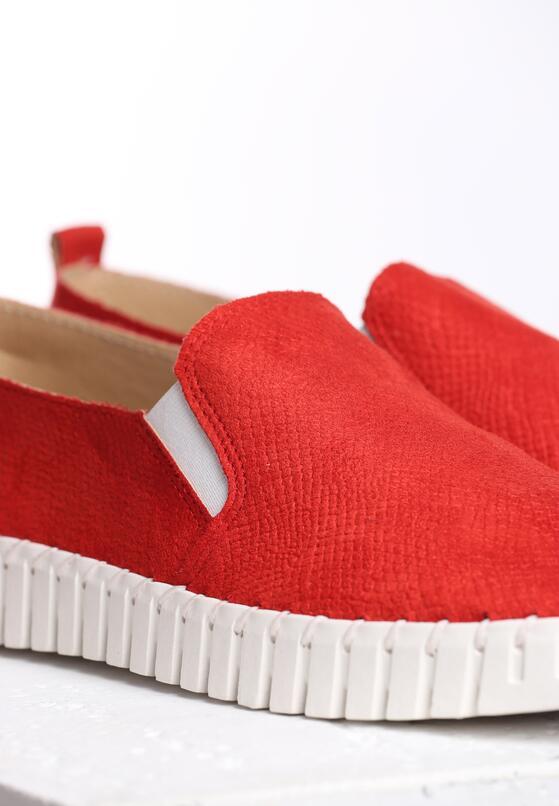 Czerwone Slip On Compliant