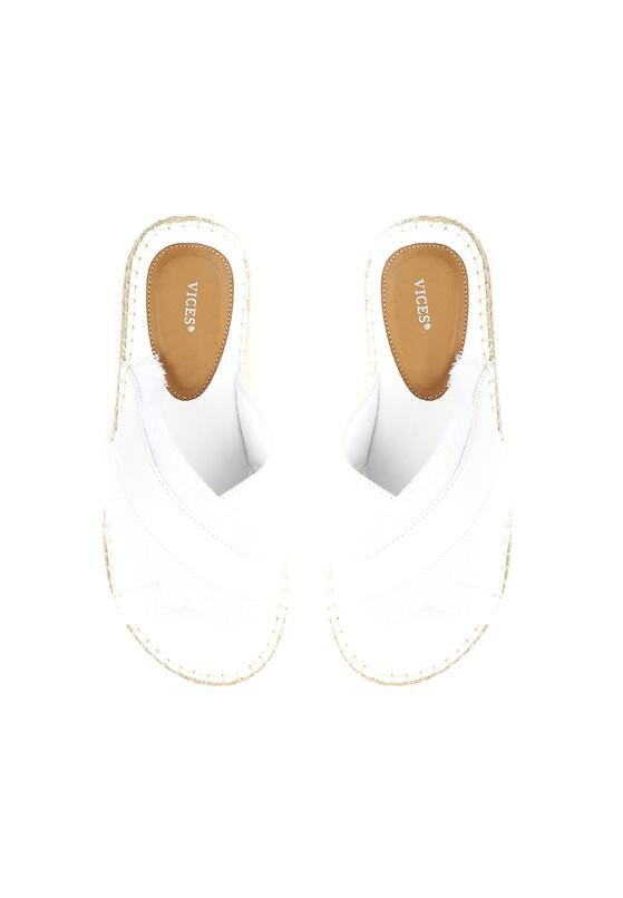 Białe Klapki Cerulean