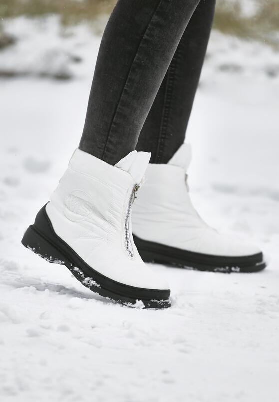 Białe Śniegowce Winter Walk