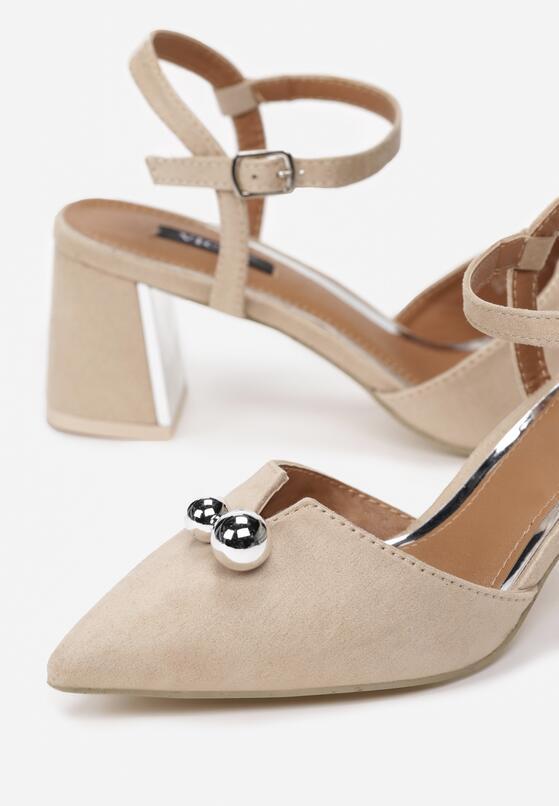 Beżowe Sandały Circumstantiated