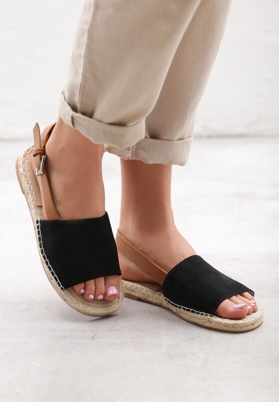 Czarne Sandały Womanliness