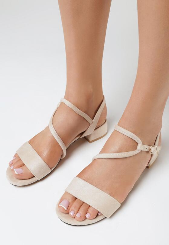 Jasnobeżowe Sandały Themithelia
