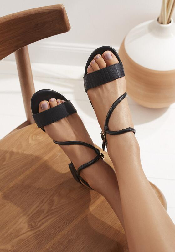 Czarne Sandały Moldelia