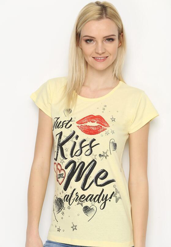 Żółty T-shirt Kiss Me