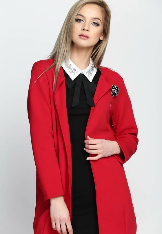 Czerwony Płaszcz Pearl Brooch
