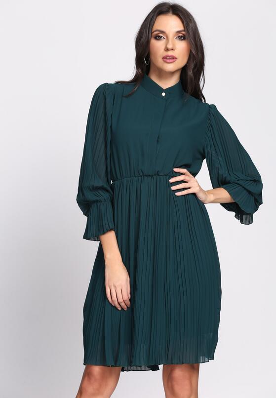 Zielona Sukienka Acquiescence