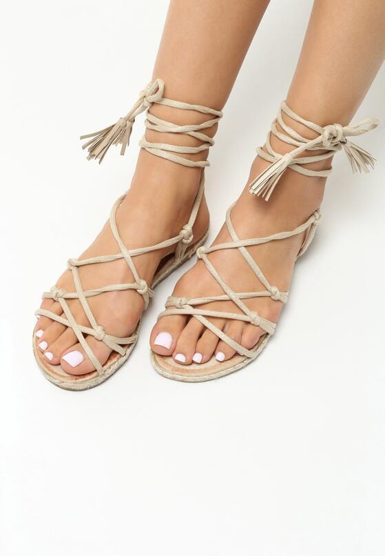 Beżowe Sandały Discrete