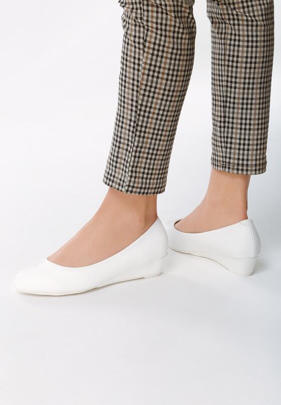 Białe Koturny Something I Need