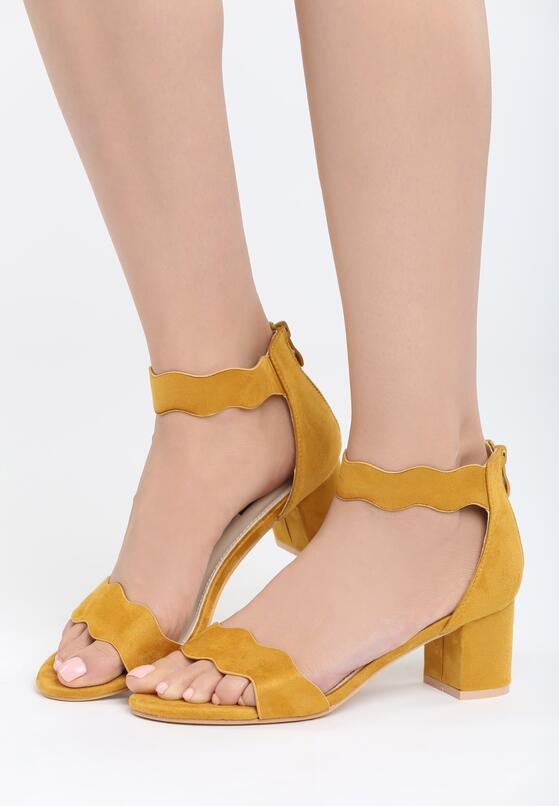 Żółte Sandały End Titles