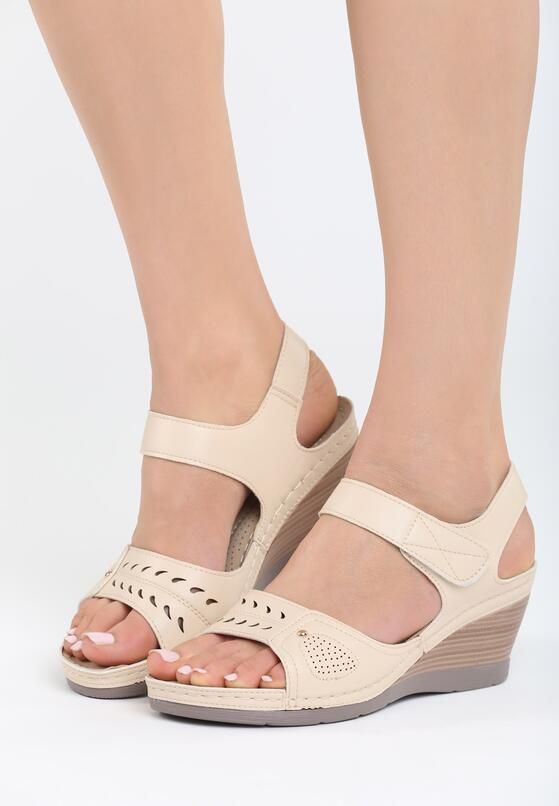 Beżowe Sandały Light Touch