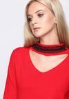 Czerwony Sweter Striking Up