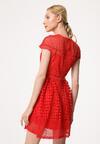 Czerwona Sukienka Unobtrusive