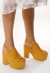 Żółte Sandały Traditionally