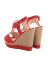 Czerwone Sandały Experimentation