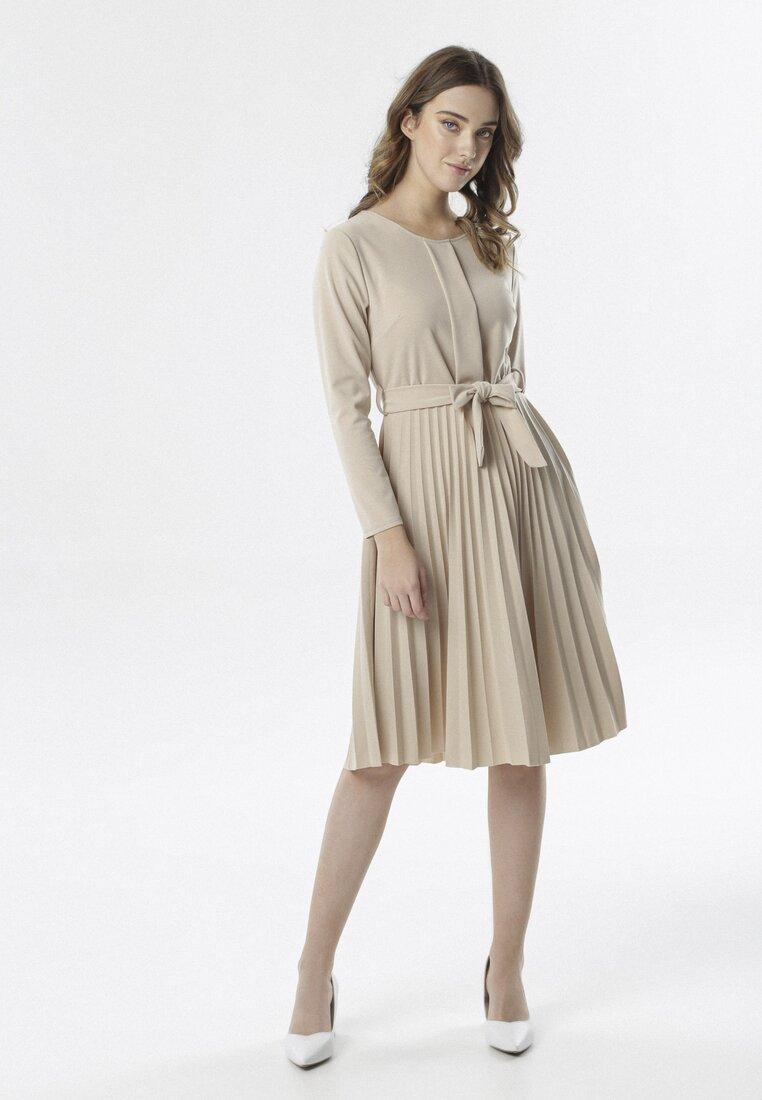 Beżowa Sukienka Pleated Belted