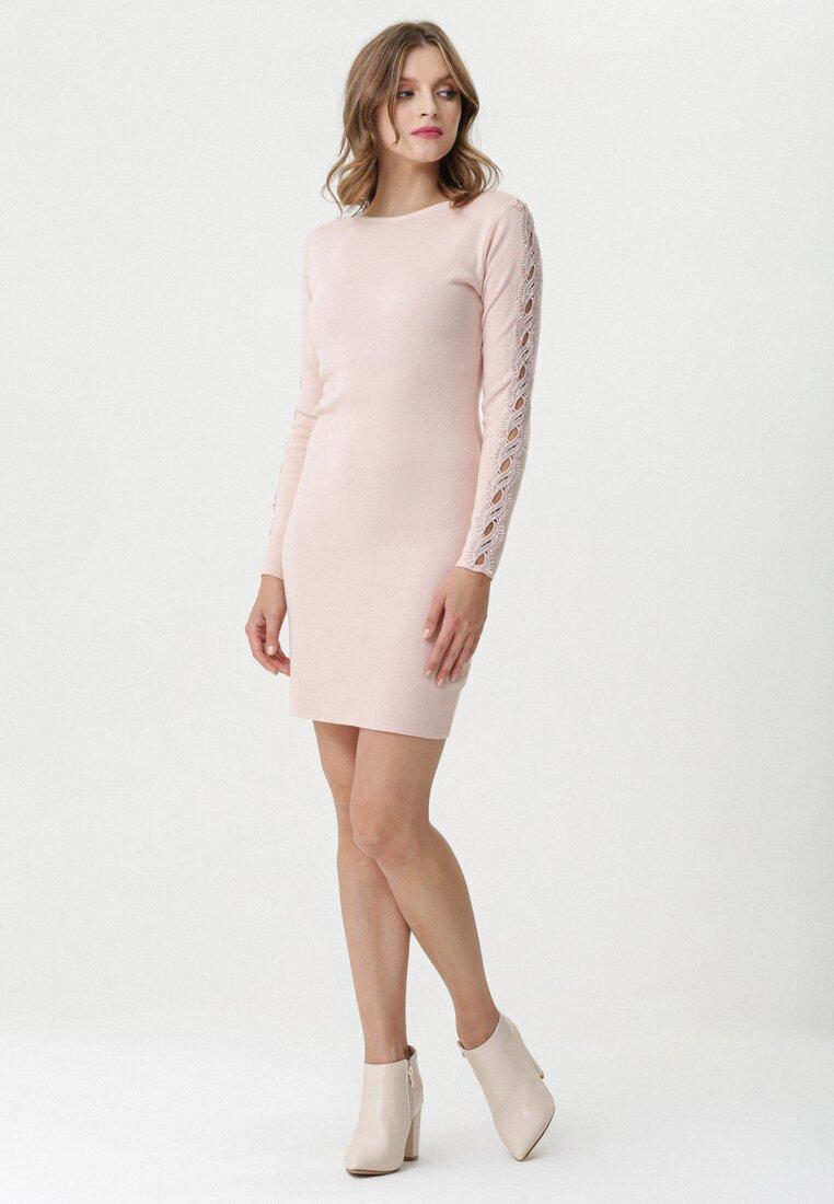 Jasnoróżowa Sukienka Maianbar