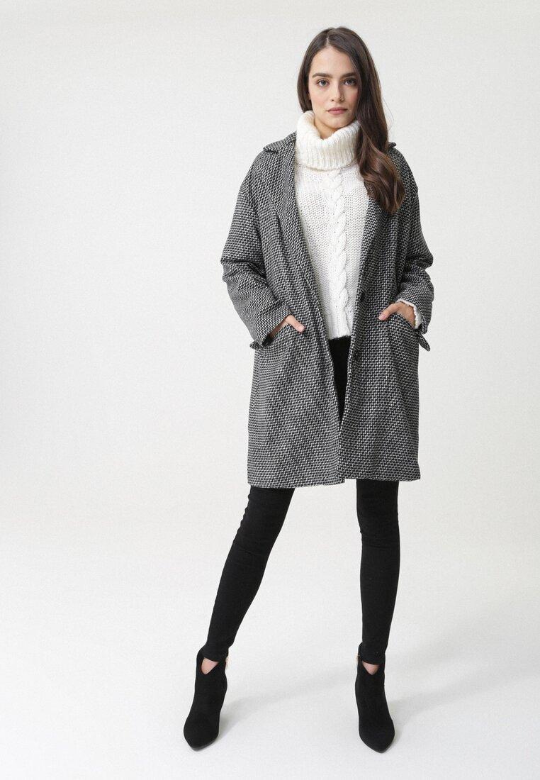 Czarno-Biały Płaszcz Hartline