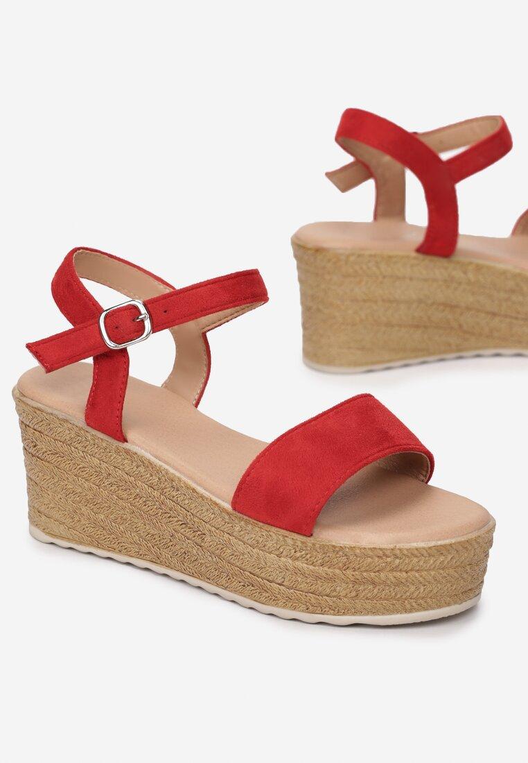 Czerwone Sandały Thebel