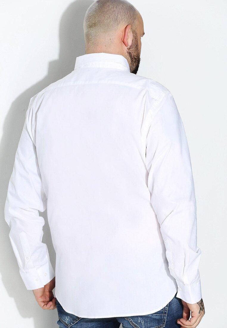 Biała Koszula Airfield