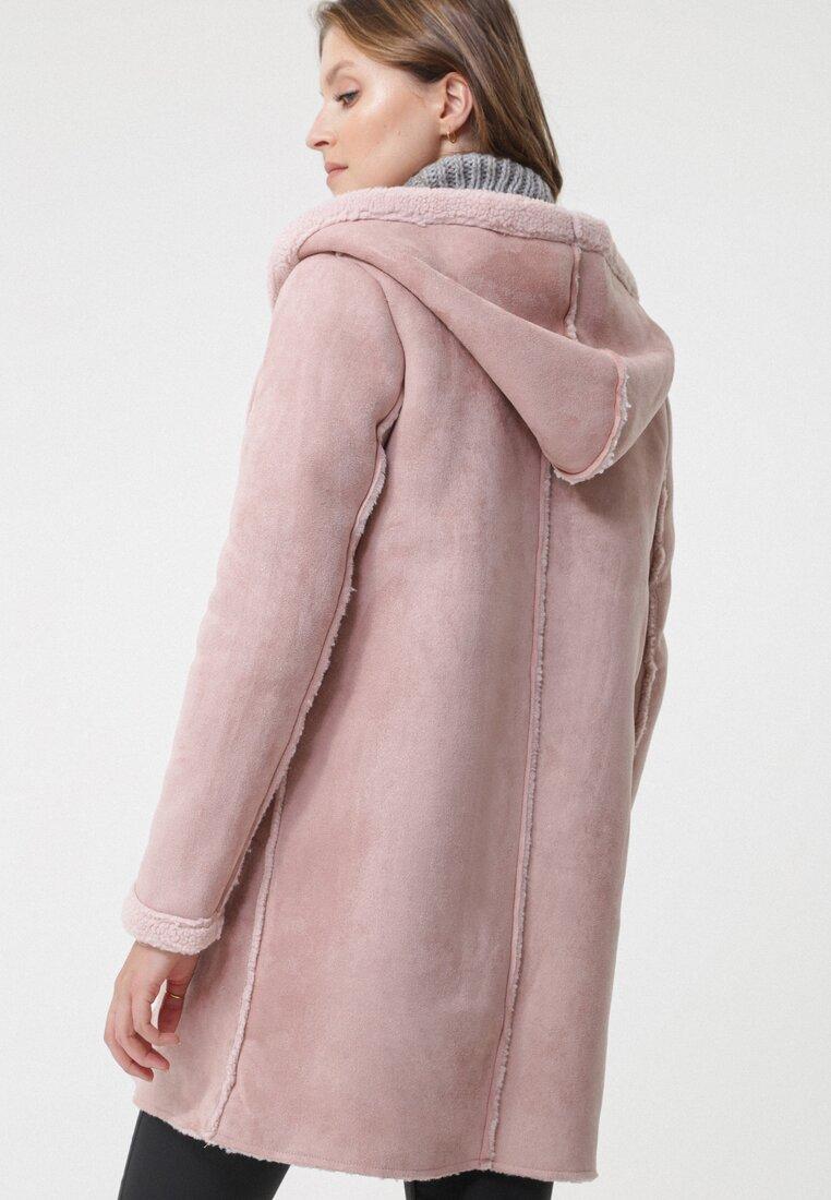 Różowy Płaszcz Support