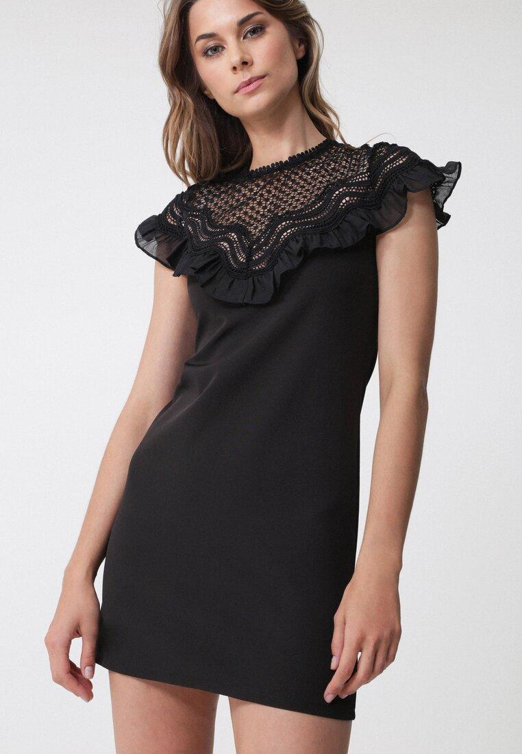Czarna Sukienka Betrust