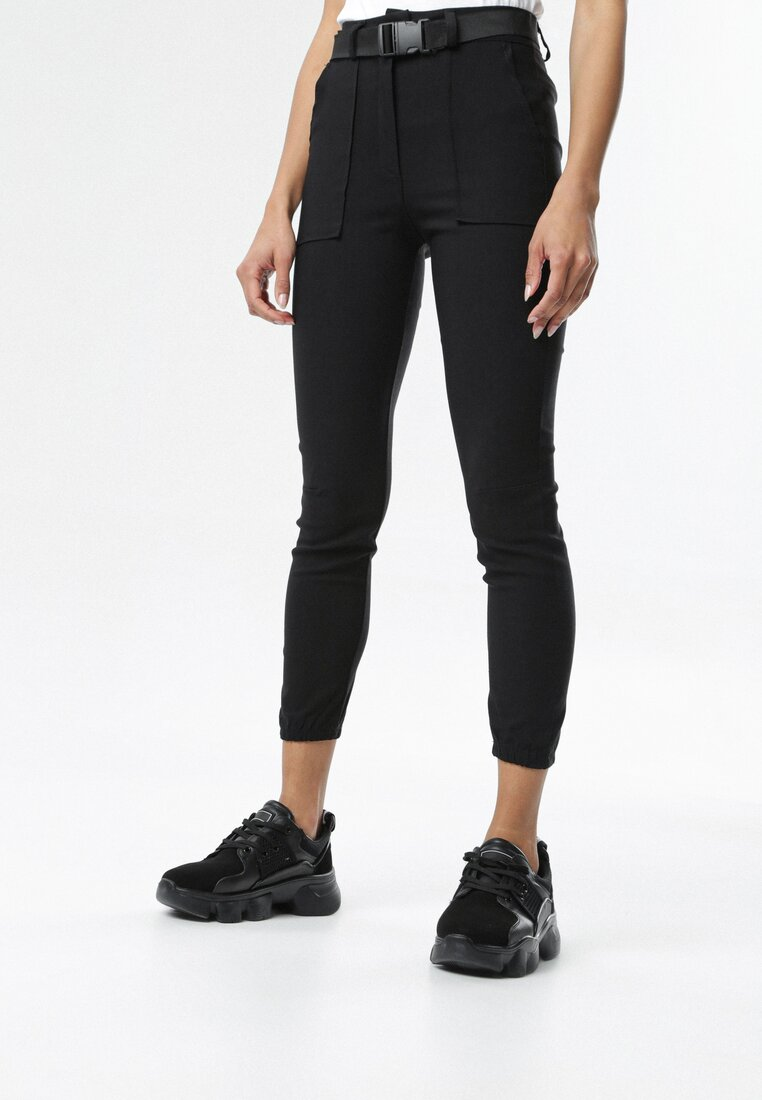 Czarne Spodnie Joggery Calipea